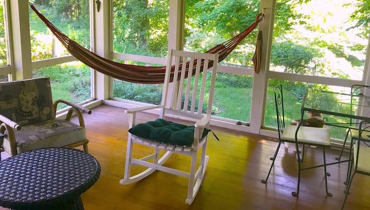 Creekside Haven - Cozy retreat, WiFi