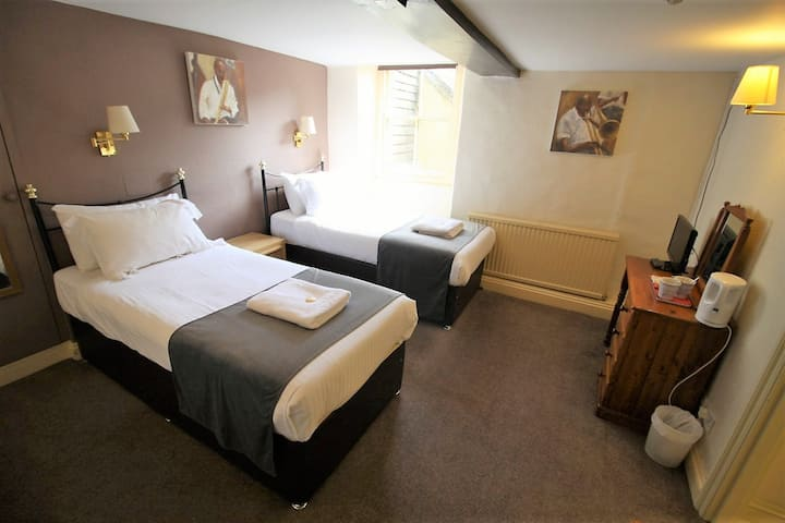 Twin Ensuite Room @The Kings Arms
