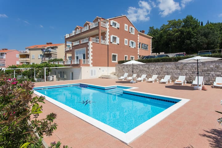Apartments Svaguša - Peach w swimming pool - Mlini - Daire