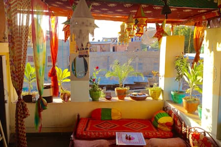 Golden Marigold Hotel- lovely, clean ensuite room! - Jaisalmer