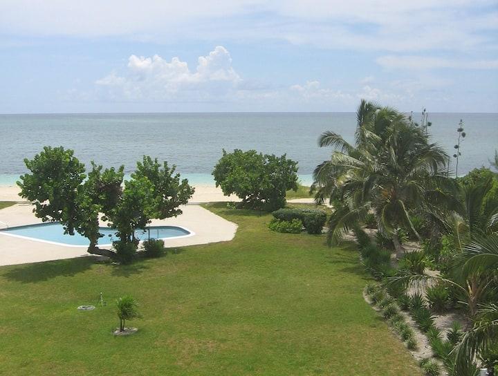 Oceanfront 2/2 walk to Port Lucaya