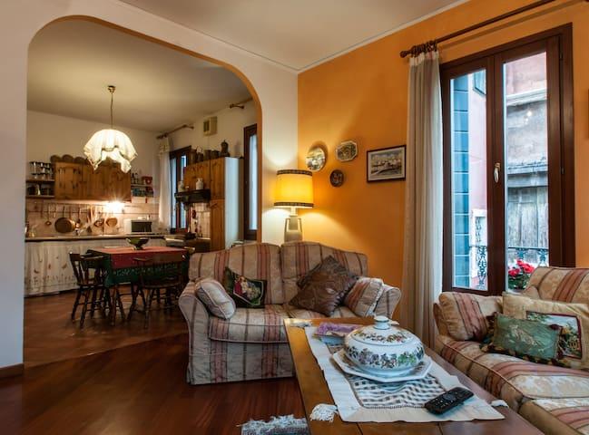 Wonderful flat in Venetian style