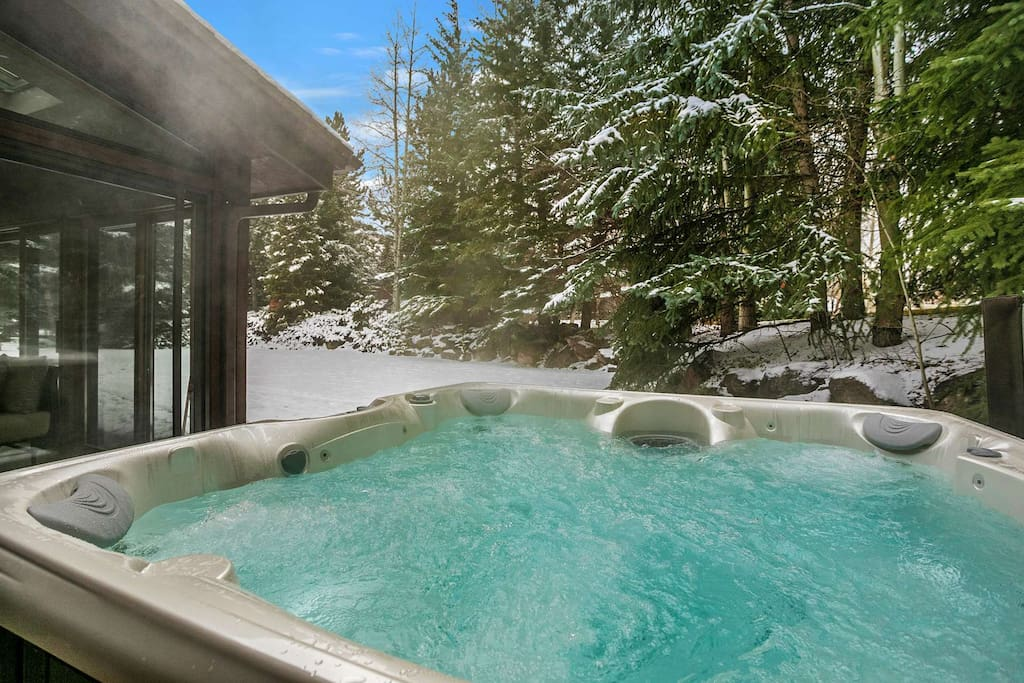 Soak away sore muscles after your days adventure in the brand new Caldera hot tub that seats 6 guests.