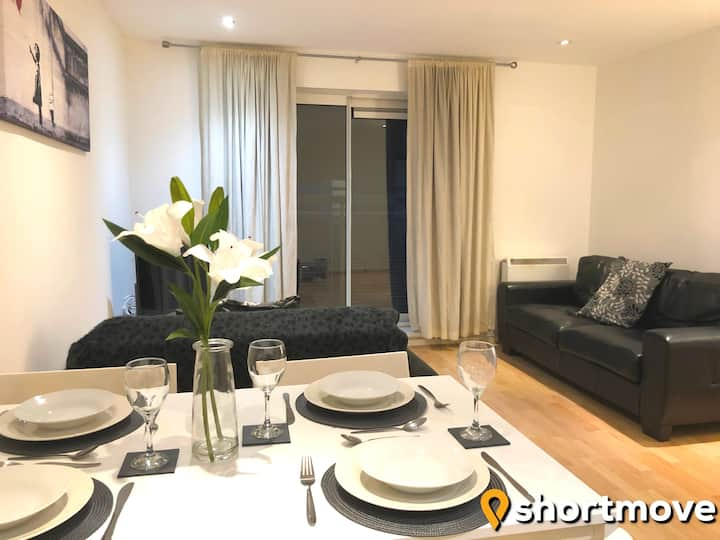 SHORTMOVE | Self Contained 2 Bed w/Secure Parking