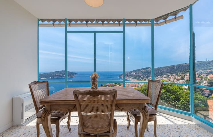 Maddy's Extraordinary Sea View 1 Bdr