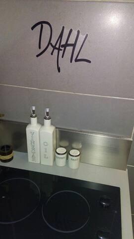 huile, vinaigre, sel, poivre, etc...