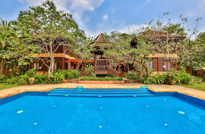 Private Traditional Luxury Villa Siem Reap