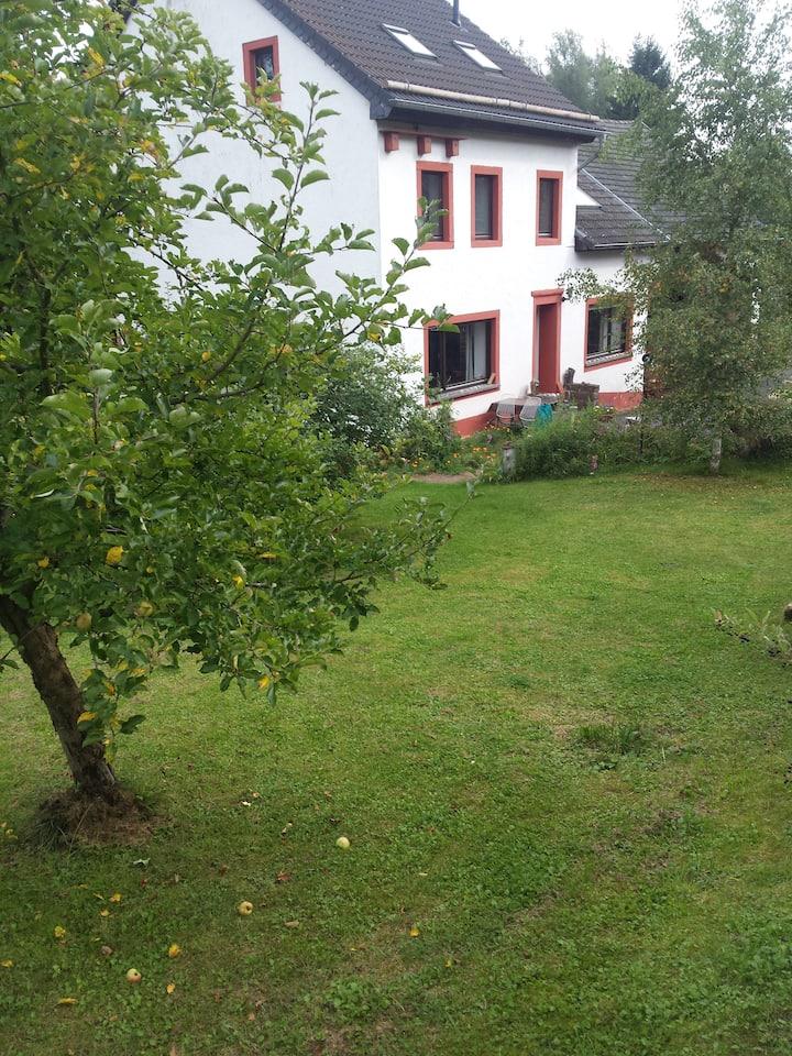 ehemaliges Bauernhaus in der Eifel zum Mitbewohnen