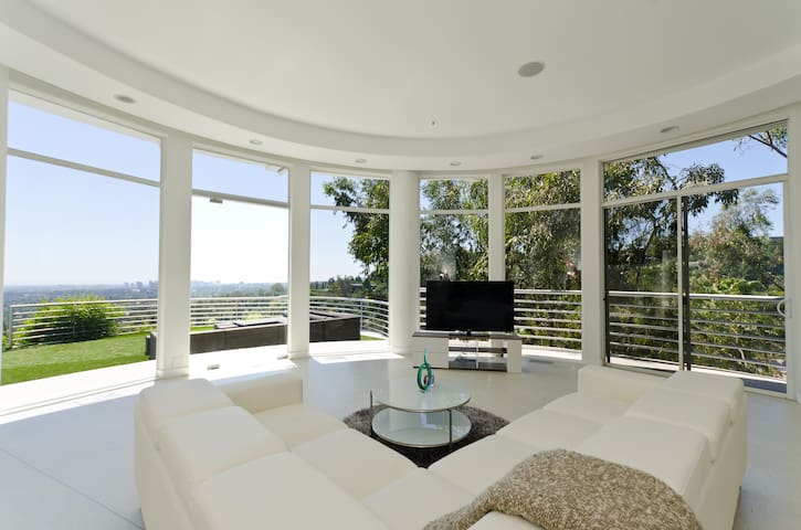 Prime location 3BDR Villa with PANORAMIC VIEWS