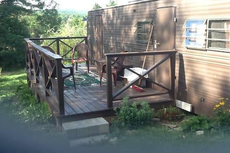 Private, renovated RV in beautiful rural setting - Camping-car/caravane