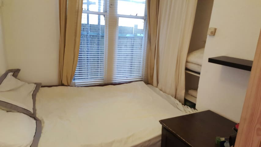 Double Room in Riverside Appartment - East Molesey - Apartmen