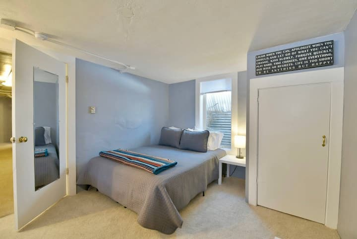 Classic Suite in S Park Hill with lots of charm!