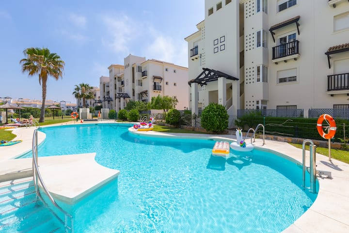 Bright 2 bedroom apartment in Residencial Duquesa, with pool, gardens, Wi-Fi, amenities near