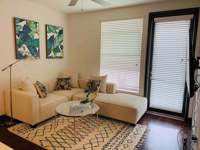 Charming 2B/2B in Anaheim with Free parking