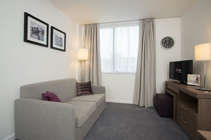 1 Bedroom Suite in Birmingham | Perfect for Business Travellers + Free Wi-Fi