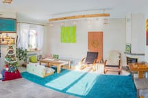 Kitchen-Studio with wide space and resting zone, carpet and warm floor