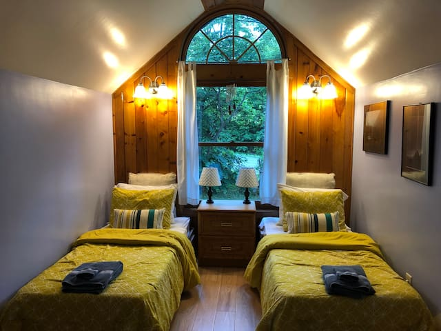 Comfortable and Spacious Lodging on Wine Trail