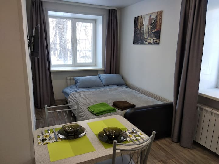 Светлая уютная квартира - студия в тихом центре