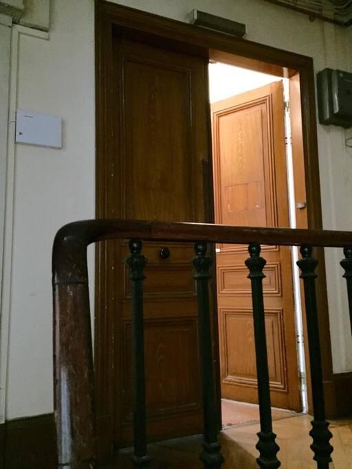 Appartement au 2ème étage d'un bel immeuble Haussmannien