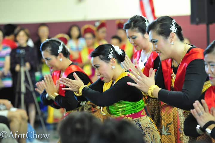 Traditional Indonesian dance.