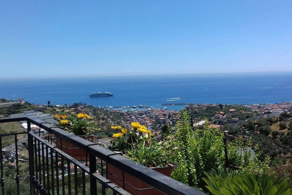 Vista di Sanremo dal giardino