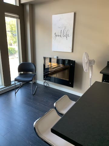 Stunning cute jr one bed new and modern downtown