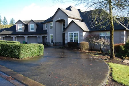 Very Spacious Red Hill Estate Home In Dundee OR. - Dundee - Casa
