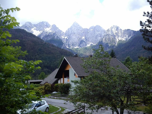 House-stunning mountain view - Gozd Martuljek - Huis