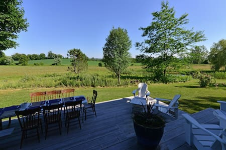 A modern converted Barn with privacy and amenities