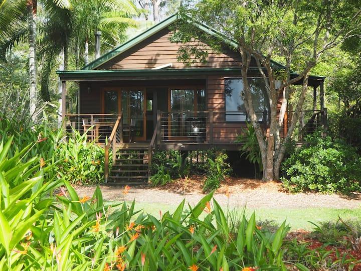 Lake Weyba Noosa 2 bedroom cosy spa cottage