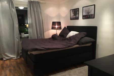 Big & cozy room with a double bed - Upplands Väsby