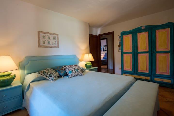 La camera padronale 1/3 - Master Bedroom