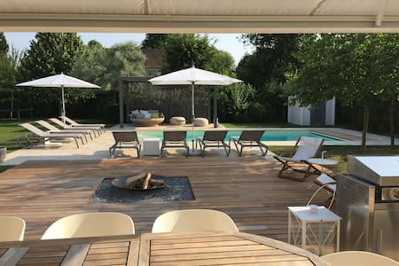 Private and luxurious house&pool 25' from Paris - Feucherolles