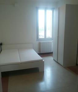 Spazioso e confortevole tre camere - Colorno - Wohnung