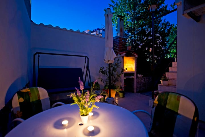 Apartment with garden in centre Split