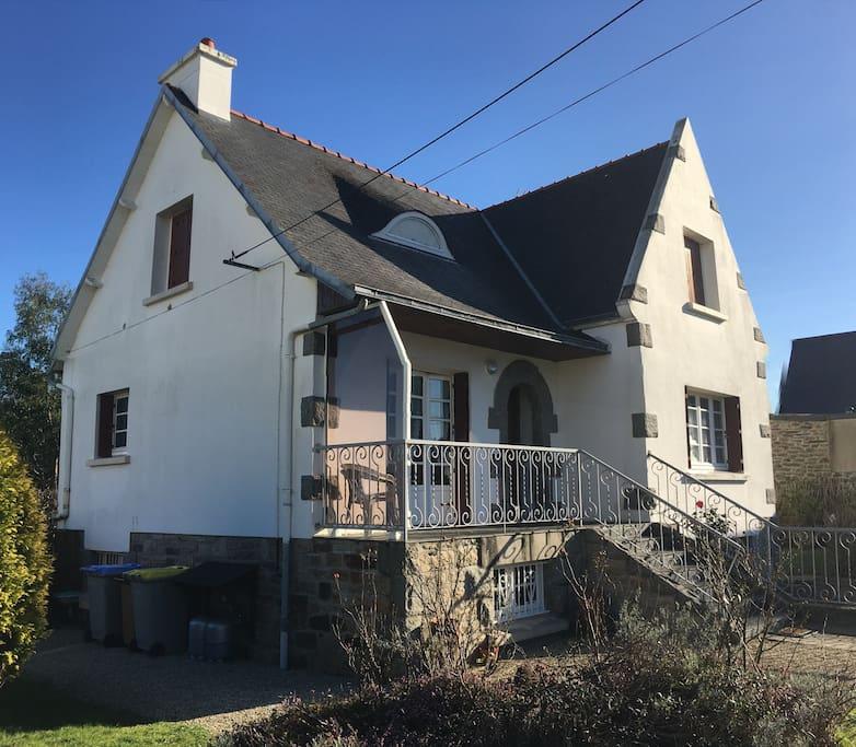 Jolie maison néo bretonne située à 900 m de la mer.
