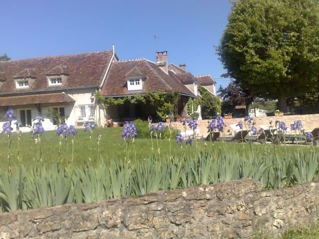 AU BORD DU CANAL - Jouet-sur-l'Aubois - Rumah Tanah