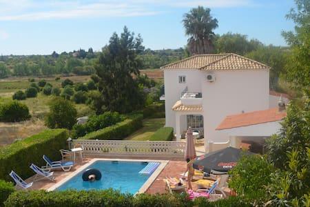Villa c/ piscina privada - Pêra