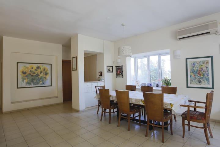 Kosher Spacious Villa, Shoham 11 min from airport
