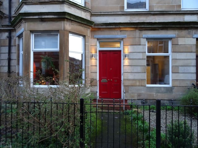 Quirky double bedroom in charming East End flat - Glasgow - Apartment