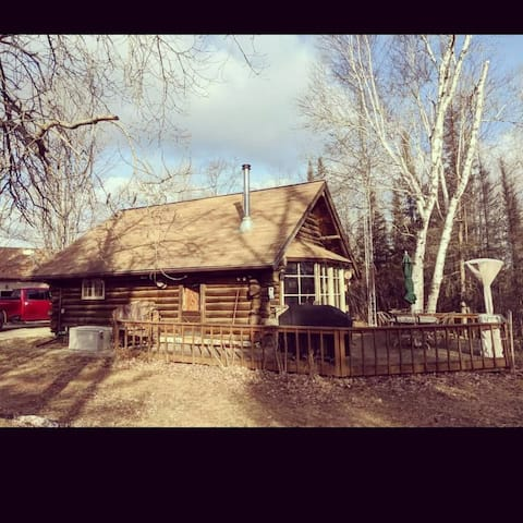 Rustic cabin on 4 acres with loft and indoor fireplace nested in woods overlooking beautiful treelines for miles!