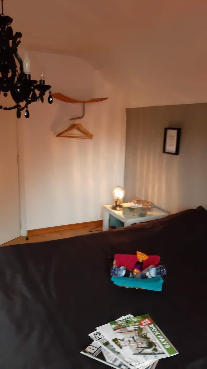 Chambre au calme,salle de bain partagée neuve