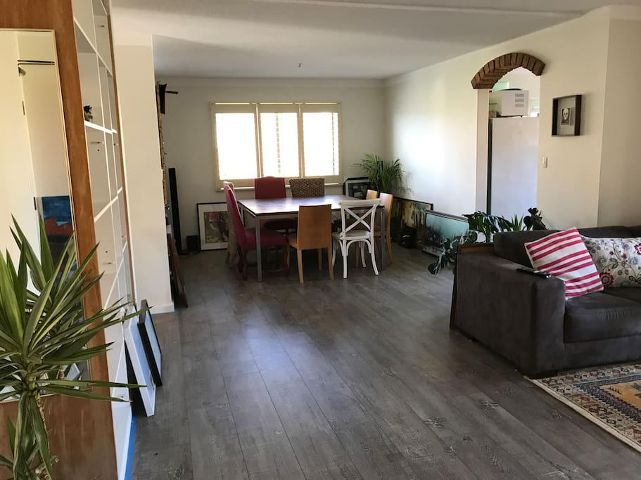 spacious living/dining area