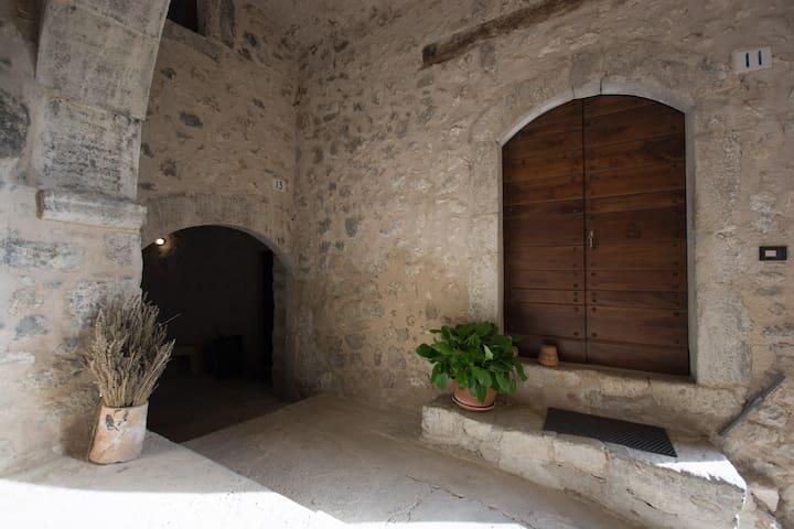 Torre del Cornone: Casa degli Archi - Fontecchio