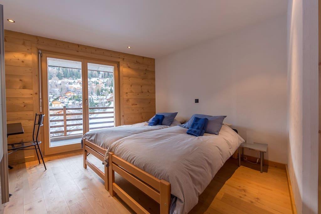 Twin room with en suite shower