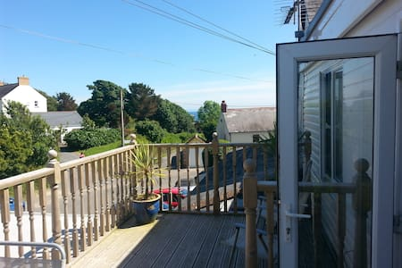 Sea Breeze Apt 2  Horton Port Eynon Bay Gower - Horton   Gower