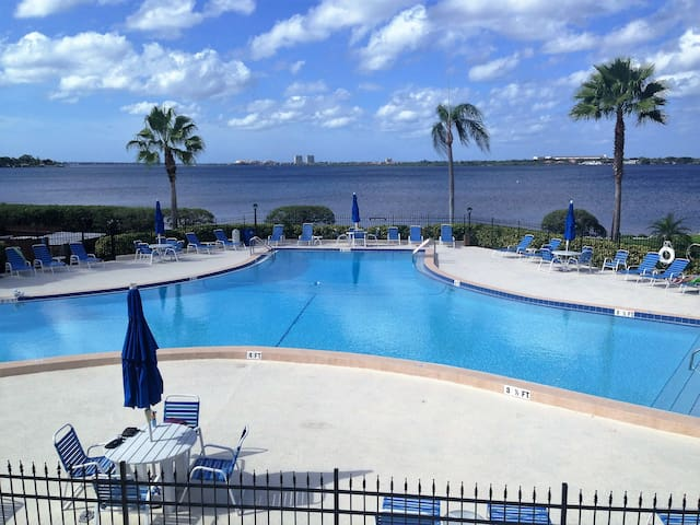 Beautiful view; surrounded by water - Bradenton - Apartmen