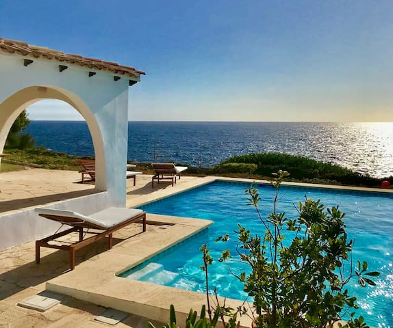 Villa on the seafront with private pool and WIFI
