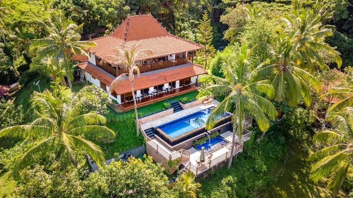 5 Br Limasan Villa with Sea View (Villa Laras)