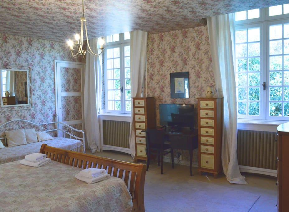Chateau du Puits es Pratx Artelier triple bedroom